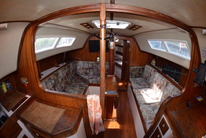 Яхта Лора - кают-компания