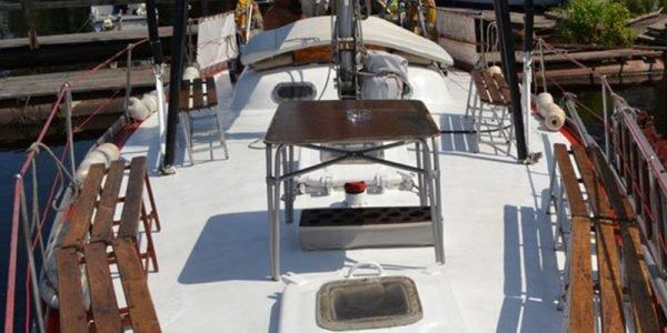 Стол на палубе