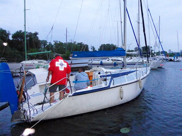 Парусная яхта ДЕЛЬТА с экипажем