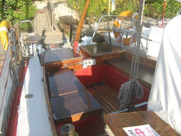 Кокпит на яхте Риф