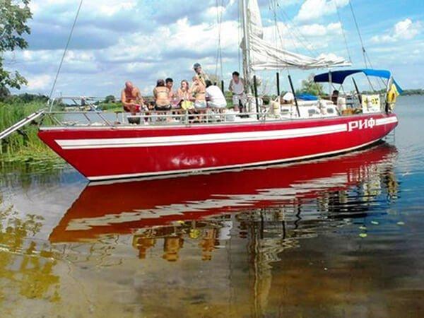 Арендовать яхту Риф