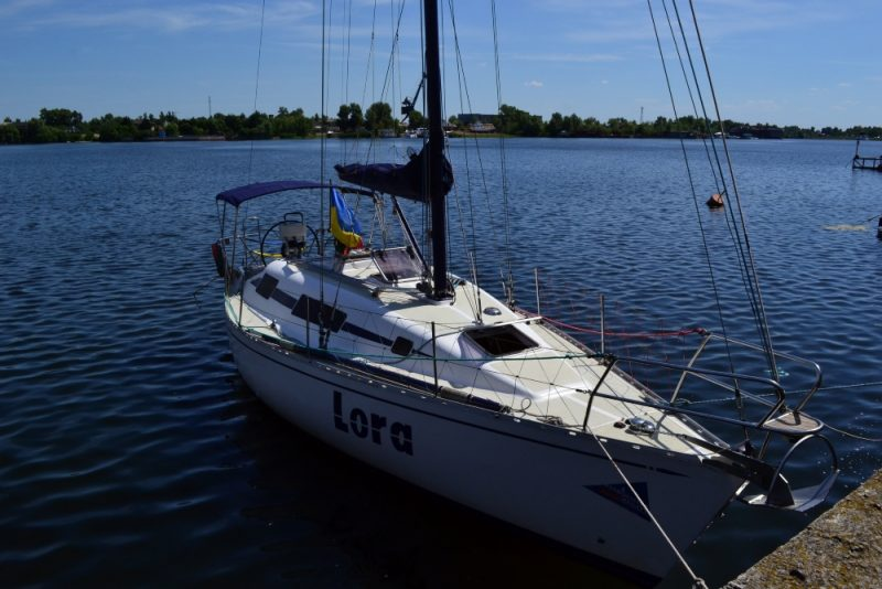 Яхта Лора На стоянке