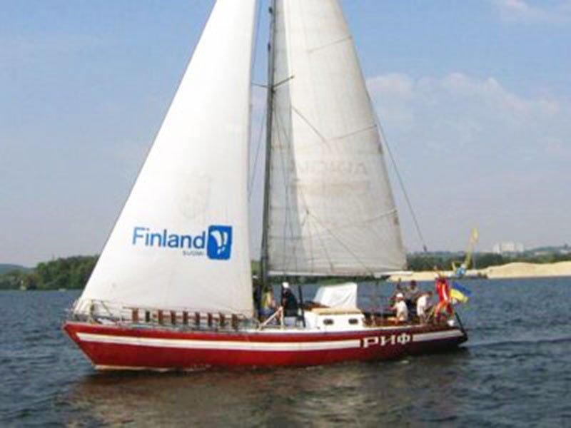 Прогулочная яхта Риф