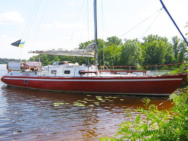 яхта Норд на острове