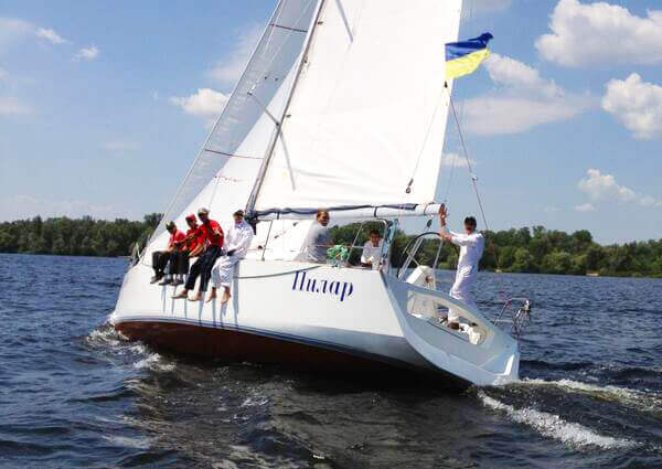 яхта Пилар