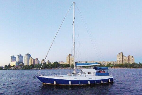 яхта Яна