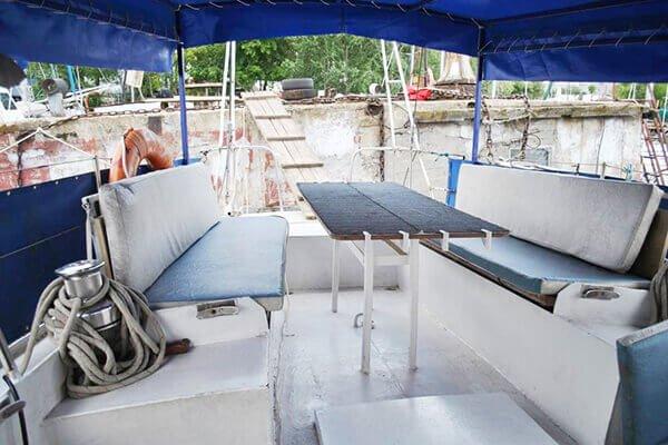 яхта Яна (банкетный стол)